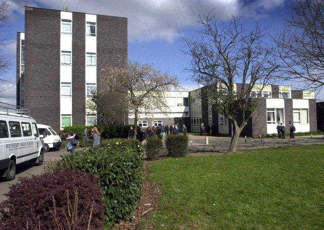 Wet  Wetherby High School.(09040315f)