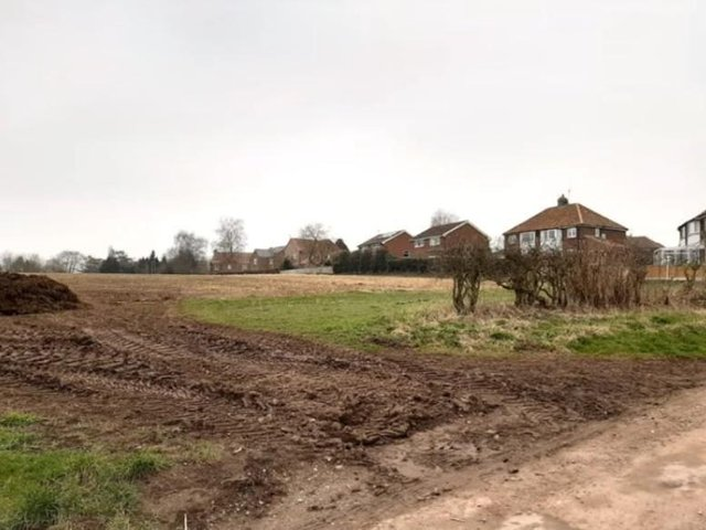 The finalised plans for 80 homes in Green Hammerton were narrowly voted through despite complaints from residents and local councillors.