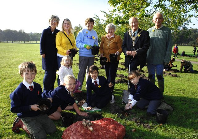 Pupils from St Peter's Church of England School help with bulb planting on the Stray for Marie Curie's Field of Hope. Also hands on with the planting were Liz Ramus, Charlene Greensword and her daughter Kitty Rose, Pat Nash, and the Mayor & Mayoress of Harrogate Bill and Vanessa Hoult.