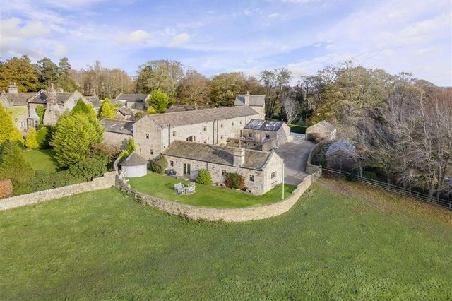 Monks Folly boasts two private courtyards, an attached barn, called the Malt Kiln Barn, and a detached cottage, The Brewhouse.